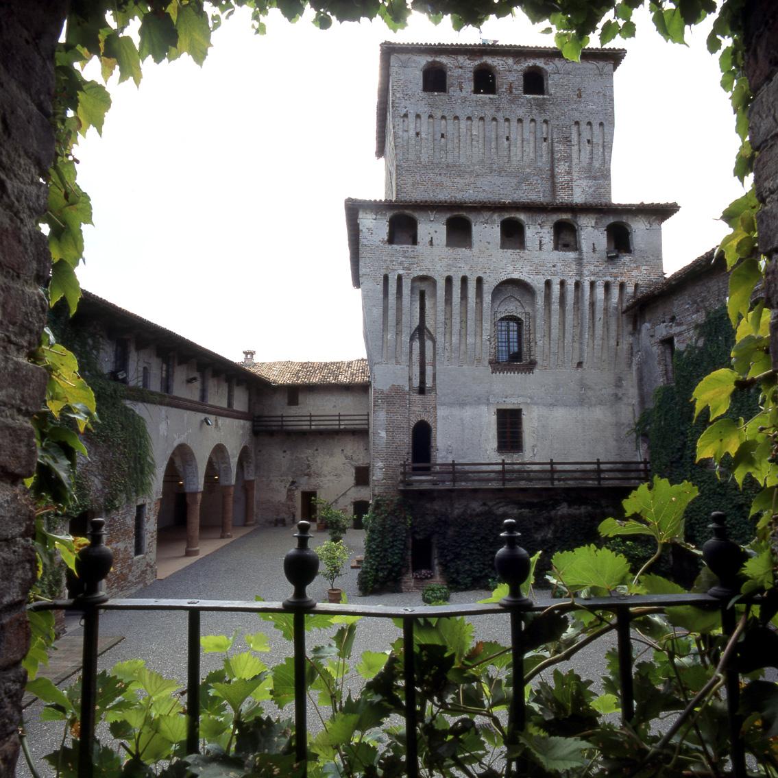 Castello di Roccabianca cortile