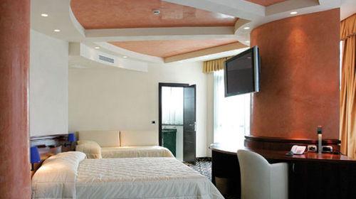 Dado Hotel Parma