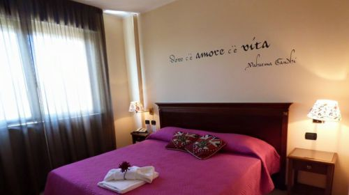 Una delle camere del Fidenza Hotel