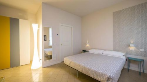 Una delle camere dell'Hotel Forlanini 52 di Parma