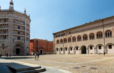 Piazza Duomo vista Battistero Palazzo Vescovile
