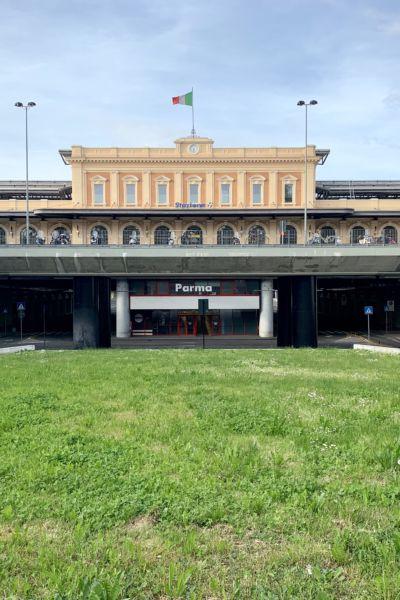 Gare des trains de Parma
