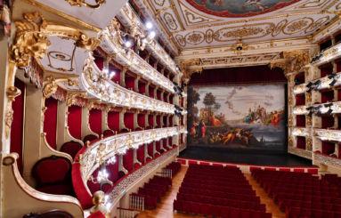 Teatro Regio sipario Borghesi