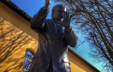 Monumento a Toscanini