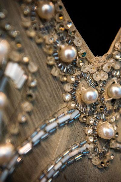 Foto d'archivio abito in perle e seta_courtesy Mercanteinfiera